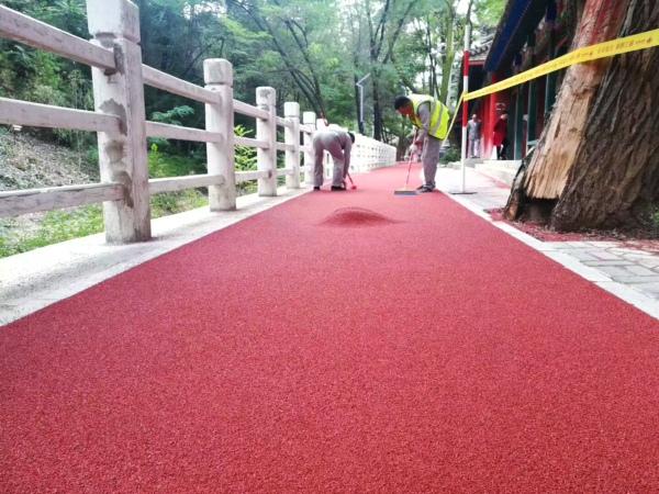 透水彩色路面制作的跑道材料通常是哪些?