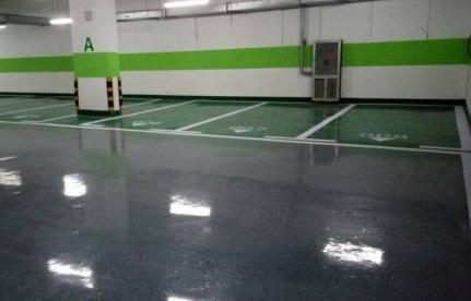 使用洗地机清洁环氧地坪漆时要注意什么?